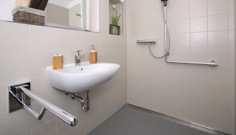 amenagement-salle-bain-senior-handicap